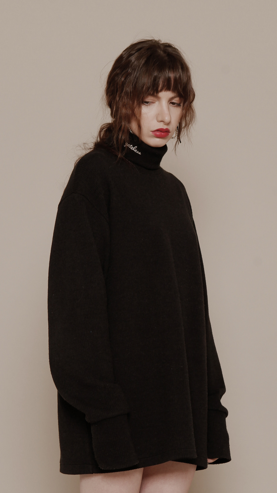 TYPO TURTLE NECK BLACK